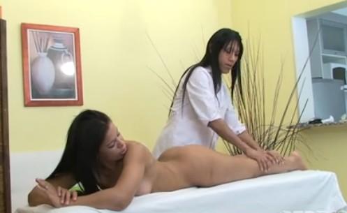 Un Masaje Terapeutico Con Final Feliz