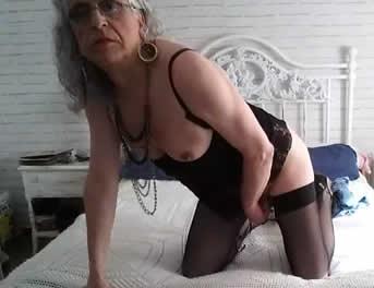 Puta Travesti En Directo Desde Su Dormitorio
