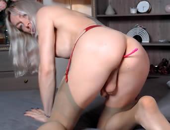 Rusa Shemale Masturbándose El Culo