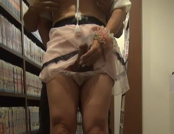 Pajeando A Su Novia Travesti En La Biblioteca