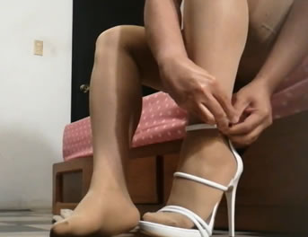 Tacones Y Sostén Para Un Video Porno Travesti