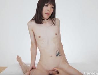 Frotando Rabo Con Un Travesti Asiatico